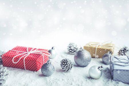 Foto de Christmas gift box,present with ornament on snow background.For christmas concepts or new year,celebration ideas.Top view - Imagen libre de derechos