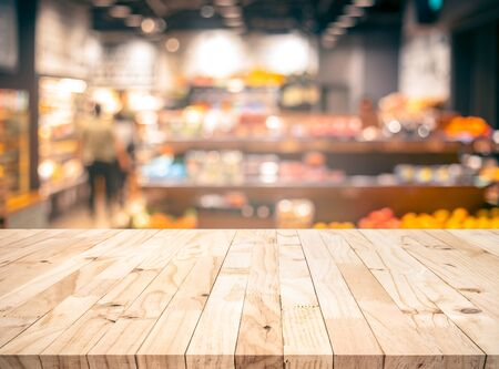 Photo pour Wood texture table top (counter bar) with blur grocery,market store background.For montage product display or design key visual layout - image libre de droit