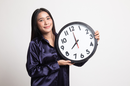 Photo pour Young Asian woman with a clock on white background - image libre de droit