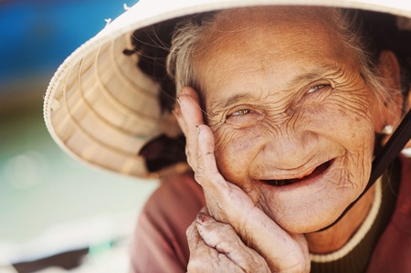Photo pour Close up face of beautiful smiling woman with wrinkles  Elderly senior  - image libre de droit