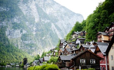 Photo pour Landscape in austrain village Hallstatt - image libre de droit