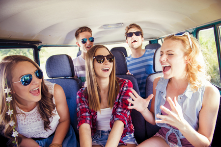 Photo pour Beautiful young people on a road trip on a summers day - image libre de droit