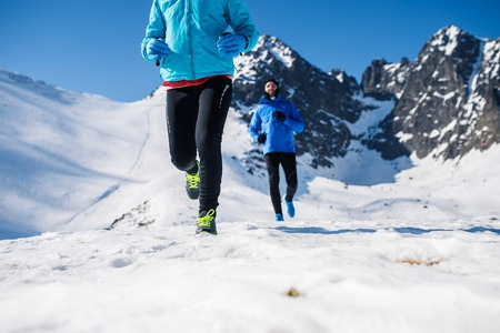 Photo pour Legs of two runners outside in winter nature - image libre de droit