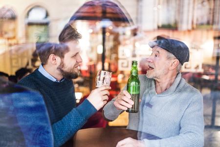 Photo pour Senior father and his young son in a pub. - image libre de droit