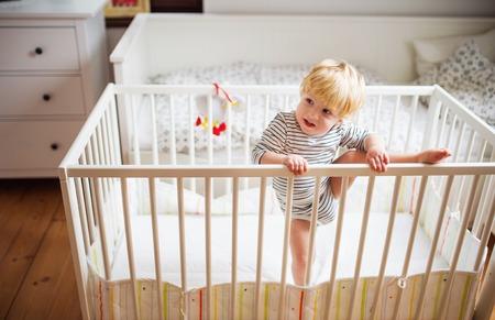 Photo pour Toddler boy in a dangerous situation at home. - image libre de droit