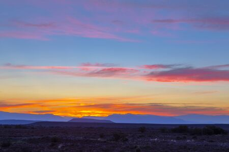 Photo pour Pink and yellow colored clouds after sunset in the Karoo - image libre de droit