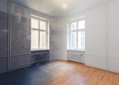 Photo pour empty room renovation concept - before and after - image libre de droit