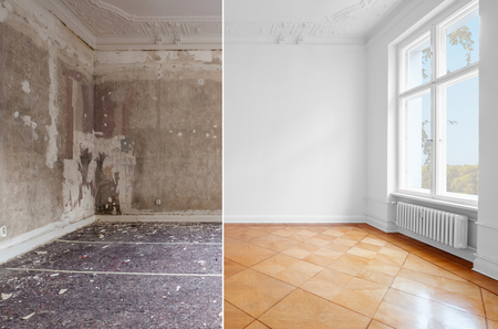 Photo pour empty room in old building restoration concept,  before and after renovation - image libre de droit