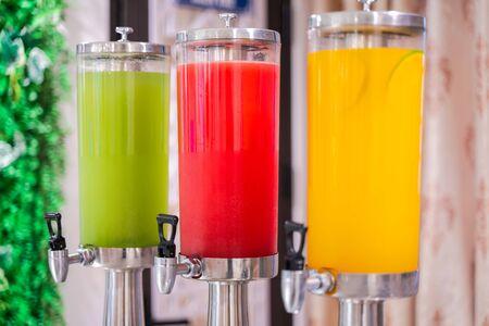 Foto de Fresh juice at buffet restaurant - Imagen libre de derechos