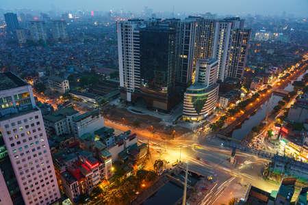 Photo pour Cityscape of Hanoi skyline at Minh Khai - Kim Nguu street, Hai Ba Trung district during sunset time in Hanoi city, Vietnam in 2020 - image libre de droit