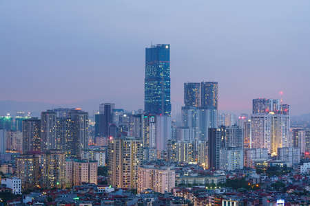 Photo pour Cityscape of Hanoi skyline at Nguyen Chi Thanh street, Dong Da district during sunset time in Hanoi city, Vietnam in 2020 - image libre de droit