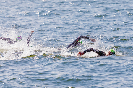 Photo pour STOCKHOLM - AUG 26, 2017: Arms of swimming female competitors fighting, water squirting in the Women's ITU World Triathlon series event August 22, 2017 in Stockholm, Sweden - image libre de droit