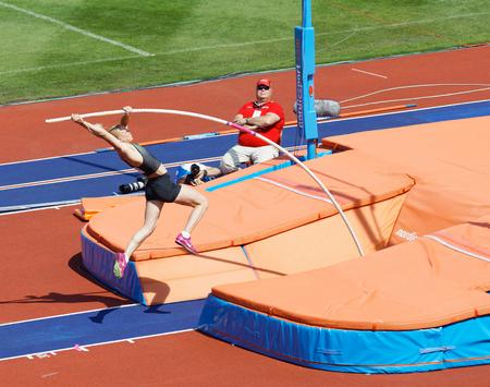 Photo pour STOCKHOLM, SWEDEN - JUN 10, 2018: Sandi Morris  jumping in the Pole Vault competition in IAAF Diamond League, June 10, 2018 in Stockholm, Sweden - image libre de droit