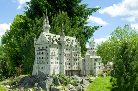 scale models of world's most famous buildings in Minimundus in Klagenfurt, Austria. The core elements of MINIMUNDUS are the models that are constructed with close attention to the smallest details on a scale of 1:25 and, if technically feasible, by using