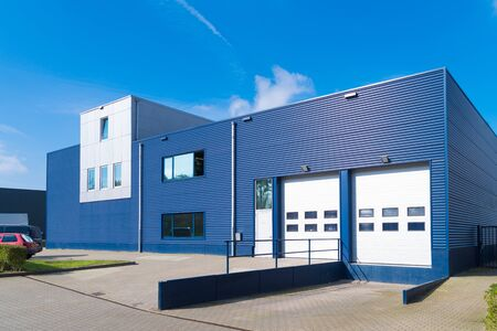 Photo pour exterior of a modern warehouse with a small office unit - image libre de droit