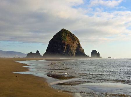 Haystack rock at Cannon Beach, Oregon