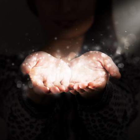 Photo pour Woman sharing her warmth - image libre de droit