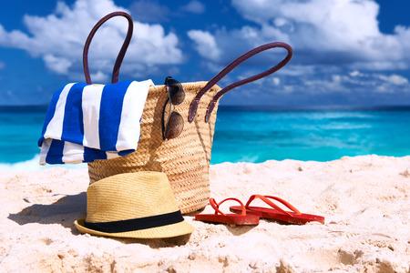 Photo pour Beautiful beach with bag at Seychelles, La Digue - image libre de droit