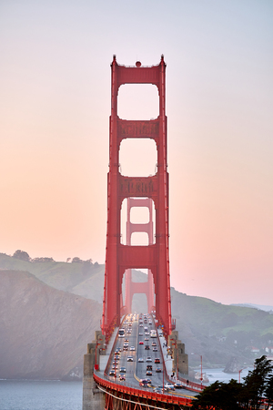 Foto de Golden Gate Bridge view from Golden Gate Overlook at sunset, San Francisco, California, USA - Imagen libre de derechos