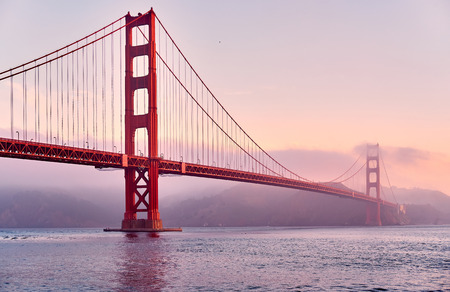 Foto per Golden Gate Bridge view from Fort Point at sunrise, San Francisco, California, USA - Immagine Royalty Free