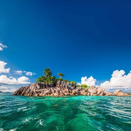 Photo pour Beautiful St. Pierre Island at Seychelles - image libre de droit