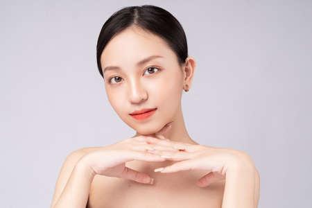 Photo pour Beautiful Asian woman feels happy with beautiful healthy skin - image libre de droit