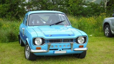 Photo pour Old Rally car at uphill climb at race in Ireland - image libre de droit