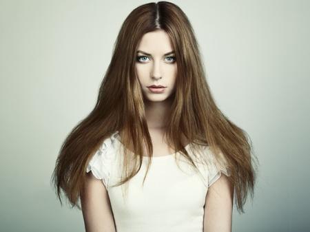 Photo pour Fashion portrait of young beautiful woman  Closeup - image libre de droit