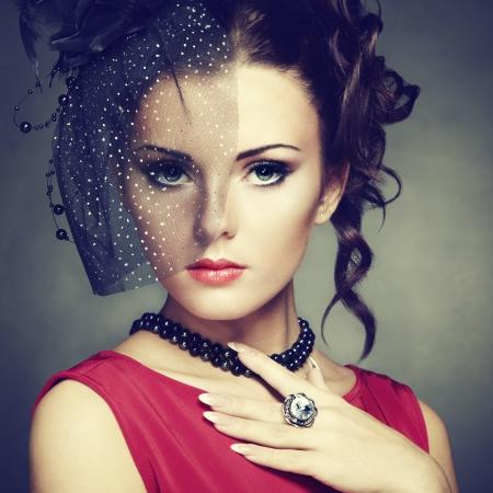 Photo pour Retro portrait of a beautiful woman. Vintage style.   - image libre de droit