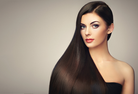 Photo pour Beautiful woman with long smooth hair. Girl with perfect makeup and hairstyle. Model brunette with perfect healthy dark hair - image libre de droit