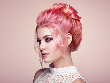Photo pour Blonde Girl with Elegant and shiny Hairstyle. Beautiful Model Woman with Curly Hairstyle. Care and Beauty Hair products. Perfect Make-Up - image libre de droit
