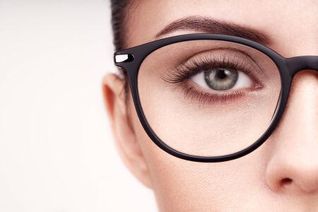 Photo pour Female eye with long eyelashes in eyeglasses. Model in glasses. Vision correction. Poor eyesight. Spectacle frame. Makeup, cosmetics, beauty. Close up, macro - image libre de droit
