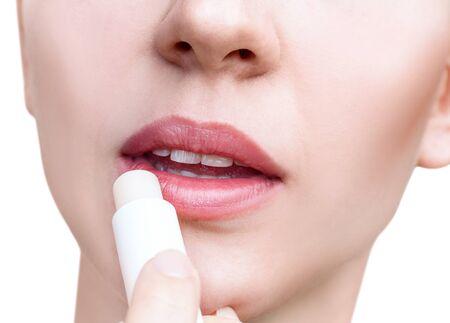 Photo pour Young woman applying balsam on lips. Lips care concept. - image libre de droit