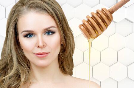 Foto de Beautiful woman prepare for honey facial mask. - Imagen libre de derechos