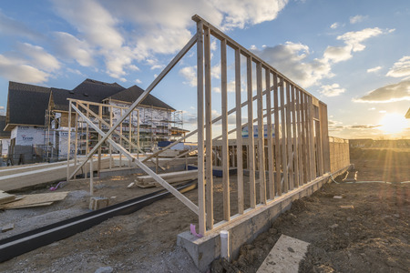 Photo pour Construction site of a house being built. - image libre de droit