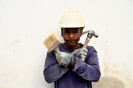 Photo pour builder at work with white helmet - image libre de droit