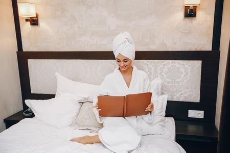 Photo pour Girl in a bathrobe - image libre de droit