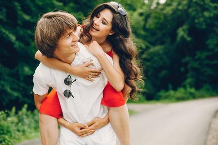 Foto de Cute couple in a summer park - Imagen libre de derechos