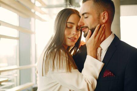 Photo pour Elegant couple in a suits spend time in a cafe - image libre de droit