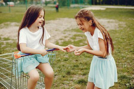 Photo pour cute girls with cart - image libre de droit