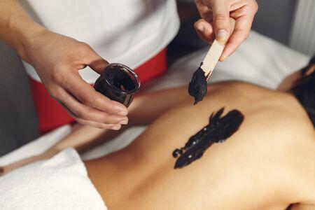 Photo pour The doctor massages the woman with a chocolate - image libre de droit