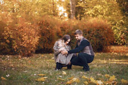 Photo pour Family with little daughter in a autumn park - image libre de droit