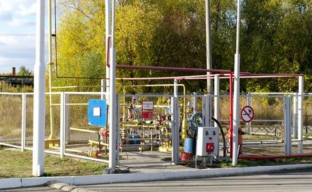 Gas equipment   rig into metal grid fence