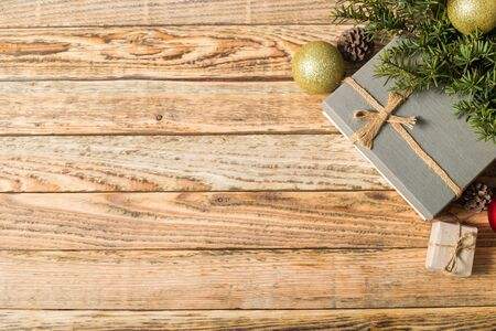 Photo pour Christmas composition. Christmas gift. christmas ball. pine cones. fir branches on wooden background.top view. - image libre de droit