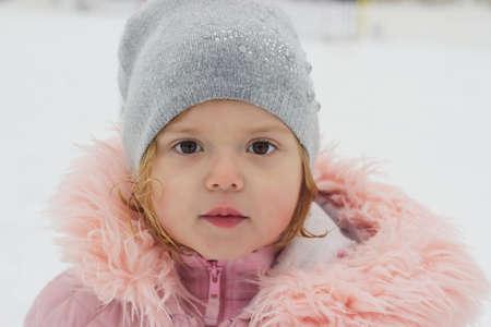 Photo pour Beautiful little girl, looking at camera, winter portrait - image libre de droit