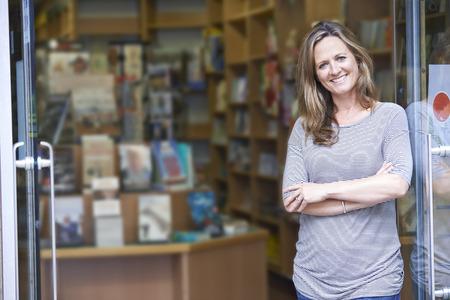 Foto de Portrait Of Female Bookshop Owner Outside Store - Imagen libre de derechos