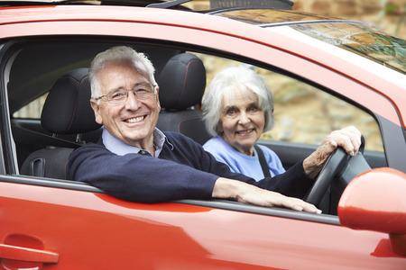 Photo pour Portrait Of Smiling Senior Couple Out For Drive In Car - image libre de droit