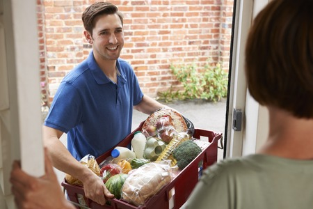 Photo pour Driver Delivering Online Grocery Shopping Order - image libre de droit