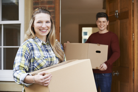 Photo pour Young Couple Moving In To New Home Together - image libre de droit