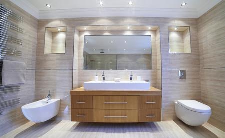 Photo pour Interior View Of Beautiful Luxury Bathroom - image libre de droit